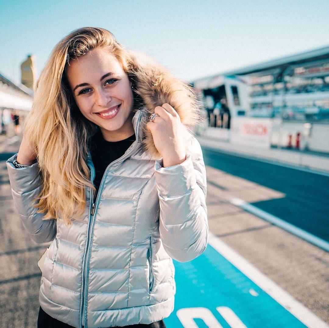 """Месиво в """"Формуле-3"""". Соперница Шумахера врезалась в журналистов"""