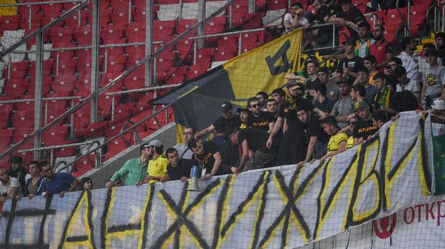"""Фанаты """"Анжи"""" с баннером в поддержку команды. Фото Дарья Исаева, «СЭ»"""