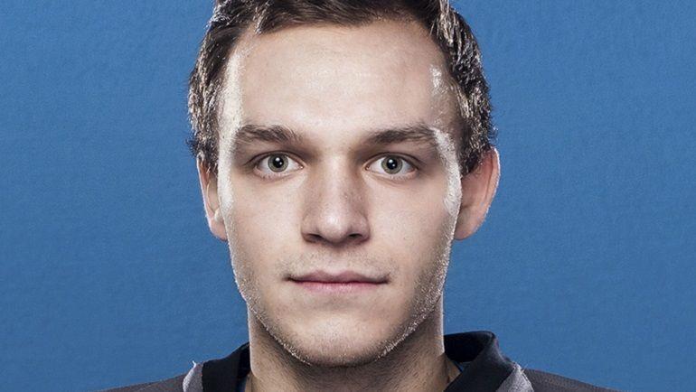 """Директор, заставлявший хоккеистов работать в офисе, уволен из """"Адмирала"""""""