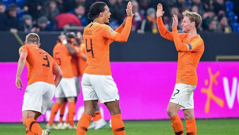 19 ноября. Гельзенкирхен. Германия - Голландия - 2:2. Виргил ван Дейк и Френки де Йонг. Фото AFP