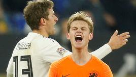 19 ноября. Гельзенкирхен. Германия - Голландия - 2:2. Френки де Йонг празднует гол.