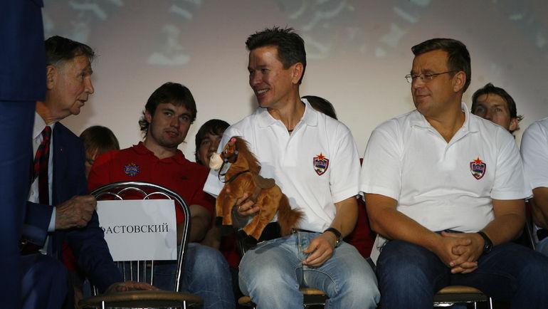 Вячеслав Быков (в центре) с Виктором Тихоновым (слева) и Игорем Захаркиным. Фото Алексей Иванов