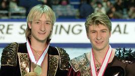 Евгений Плющенко (слева) и Алексей Ягудин с медалями Олимпиады в Солт-Лейк-Сити.