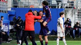 """24 ноября. Эйбар. """"Эйбар"""" - """"Реал"""" - 3:0. Футболисты """"Эйбара"""" празднуют гол."""