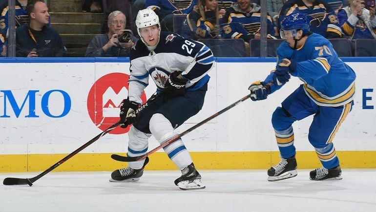 """25 ноября. Сент-Луис. """"Сент-Луис"""" - """"Виннипег"""" - 4:8. Патрик Лайне (слева) и Оскар Сундквист. Фото НХЛ"""