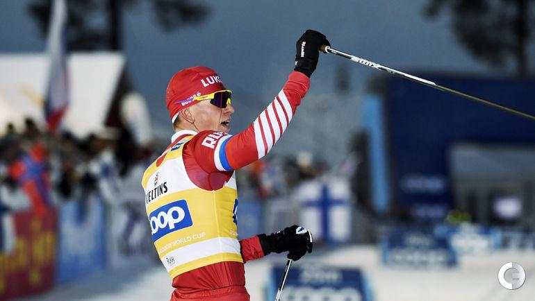 25 ноября. Рука. Индивидуальная гонка. Александр Большунов празднует победу.