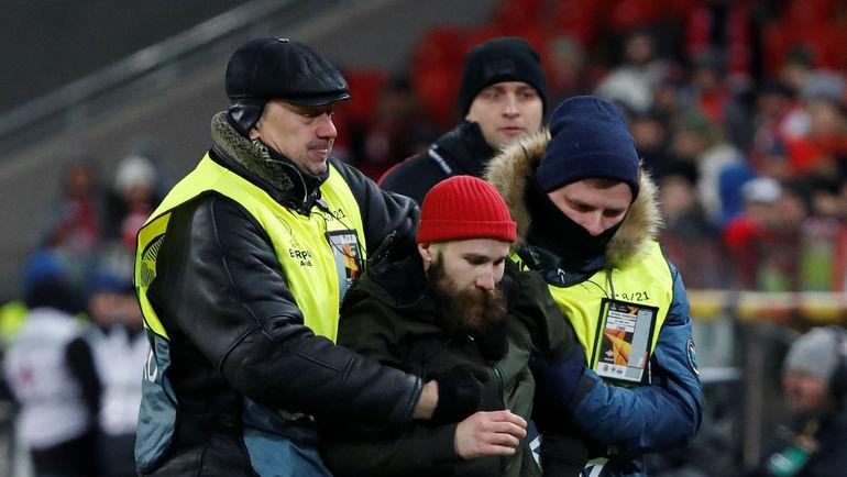 Фанат, напавший на Глушакова. Фото REUTERS