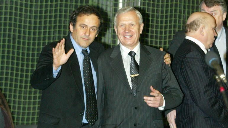 15 января 2005 года. Москва. Вячеслав Колосков (справа) и Мишель Платини. Фото Алексей Иванов