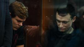 5 декабря. Москва. Заседание в Тверском суде. Александр Кокорин (слева) и Павел Мамаев провели в СИЗО почти два месяца: что их ждет дальше?