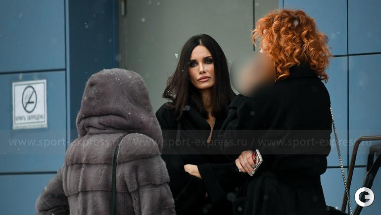 5 декабря. Москва. Алана Мамаева около здания суда.