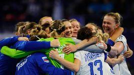 29 ноября. Нанси. Франция - Россия - 23:26. Радость россиянок после победы над сборной Франции.