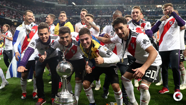 "9 декабря. Мадрид. ""Ривер Плейт"" - ""Бока Хуниорс"" - 3:1 д.в. 9 декабря. Мадрид. ""Ривер Плейт"" - ""Бока Хуниорс"" - 3:1 д.в.. Футболисты ""Ривер Плейт"" празднуют победу."