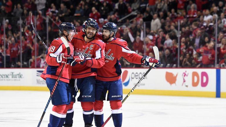 Никлас Бэкстрем (слева), Александр Овечкин (в центре) и Михал Кемпны. Фото НХЛ