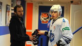 Клуб КХЛ пригласил хоккеиста ради двух минут игры