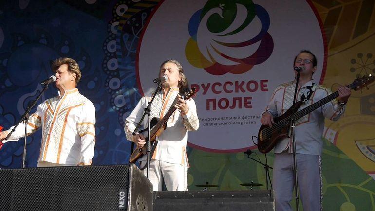 """Группа """"Песняры"""" исполняет композицию """"Косил Ясь конюшину""""."""