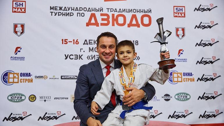 Дмитрий Носов (слева).