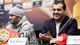 Генеральный секретарь Федерации бокса России Умар Кремлев и российский боксер Мурат Гассиев.
