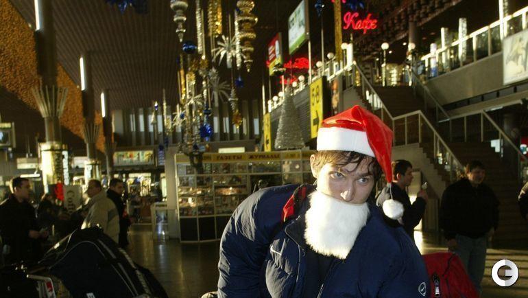 Декабрь 2002 года. Шереметьево. Александр Овечкин в составе молодежной сборной России отправляется в Канаду на молодежное первенство мира.