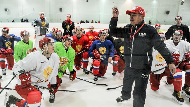 Валерий Брагин с командой на тренировке. Фото Дарья Исаева, «СЭ»