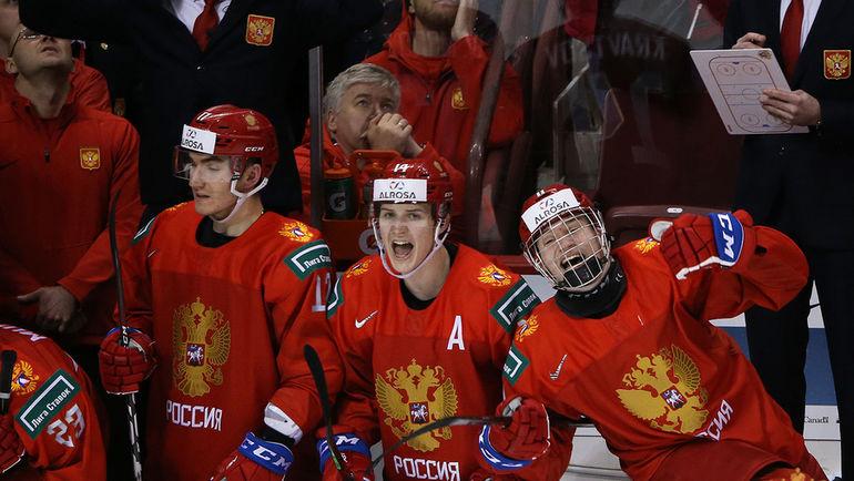 1 января. Ванкувер. Россия - Канада - 2:1. Игроки празднуют победу после финальной сирены. Фото ФХР