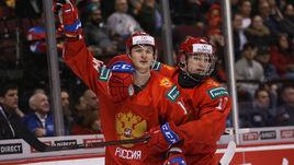 2 января. Ванкувер. Россия - Словакия - 8:3. Никита Шашков (слева) и Василий Подколзин.