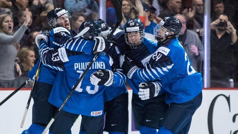 6 января. Ванкувер. США – Финляндия – 2:3. Финны радуются победному голу. Фото TSN