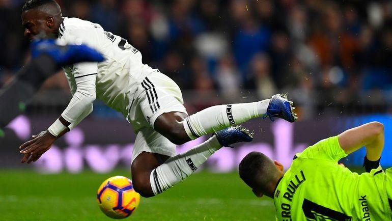 """6 января. Мадрид. """"Реал"""" - """"Реал Сосьедад"""" - 0:2. Полет Винисиуса Жуниора: а был ли пенальти? Фото AFP"""