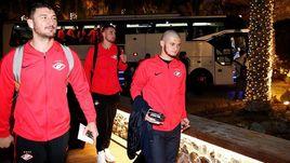 9 января. Дубай. Аяз Гулиев (справа) вместе с командой приехал на первый зимний сбор красно-белых.