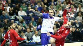 Игра на нервах. Российские гандболисты вырвали ничью в матче с сербами