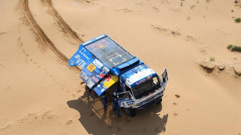 Экипаж Айрата Мардеева не сможет продолжить гонку. Фото AFP