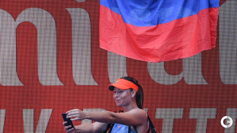 14 января. Мельбурн. Мария Шарапова делает селфи после победы.