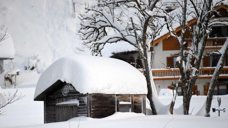 Немецкий Рупольдинг завалило снегом. Фото AFP
