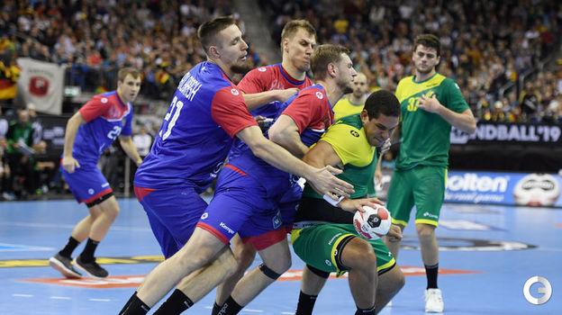 15 января. Берлин. Россия - Бразилия - 23:25. Оборона сборной России. Фото Reuters