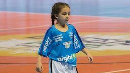 Вы будете поражены: в США 8-летняя девочка показывает феноменальный футбол