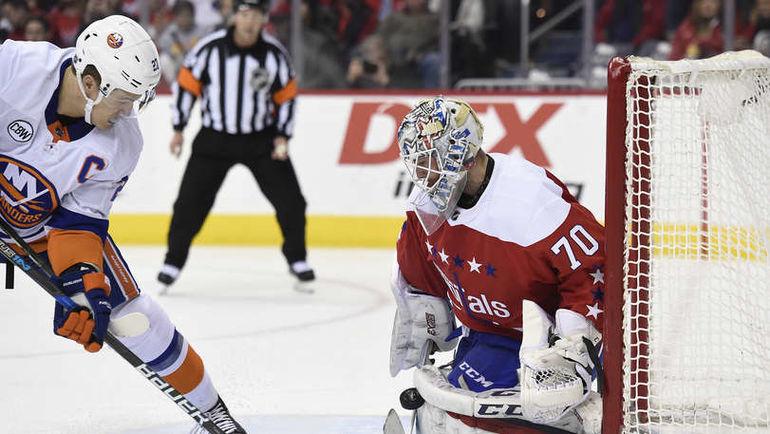 """19 января. Вашингтон. """"Вашингтон"""" – """"Айлендерс"""" – 0:2. Брэйден Холтби парирует бросок соперника. Фото NHL"""