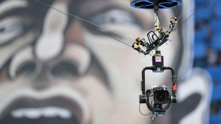"""Видеокамера на стадионе. Фото Александр Федоров, """"СЭ"""""""