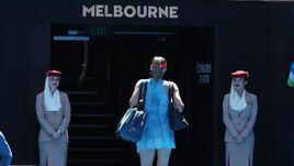 20 января. Мельбурн. Мария Шарапова покидает корт после матча Australian Open с Эшли Барти (6:4, 1:6, 4:6).