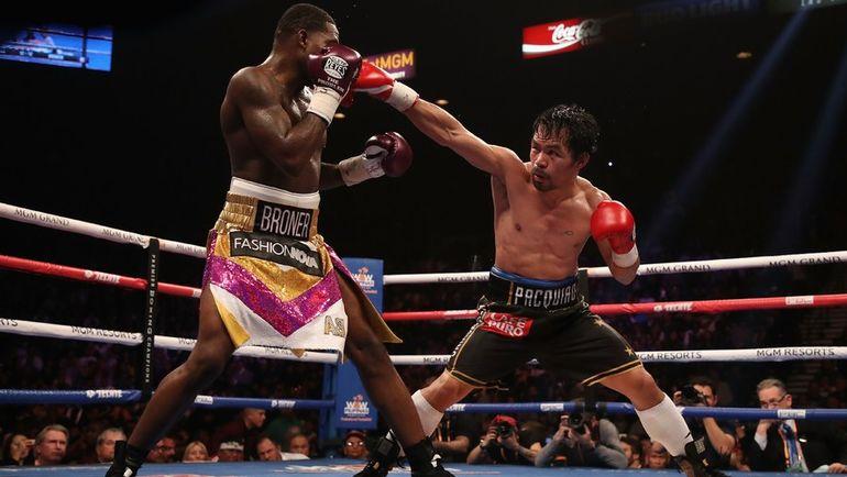 19 января. Лас-Вегас. Мэнни Пакиао (справа) в бою против Эдриена Бронера. Фото AFP