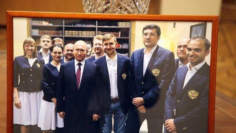 Фотография с автографом Президента России Владимира Путина.