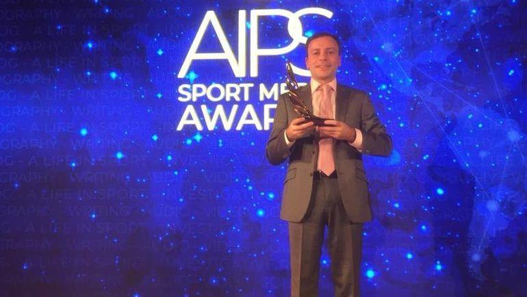 Игорь Рабинер с призом на церемонии AIPS Sports Media Awards. Фото «СЭ»
