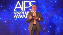 Игорь Рабинер с призом на церемонии AIPS Sports Media Awards.