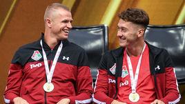 23 июля 2018 года. Москва. Черкизово. Дмитрий Тарасов (слева) и Антон Миранчук на награждении золотыми медалями.