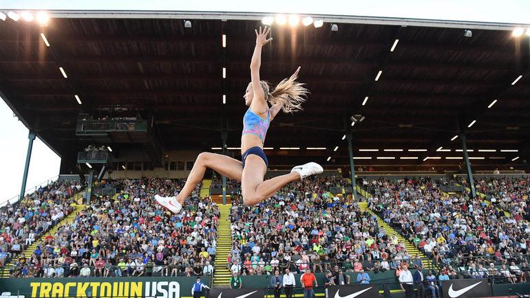 26 мая 2017 года. Юджин. Дарья Клишина во время исполнения прыжка.