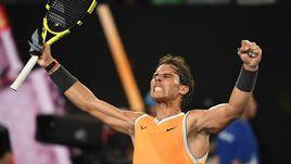 24 января. Мельбурн. Рафаэль Надаль празднует победу над Стефаносом Циципасом и выход в финал Australian Open.
