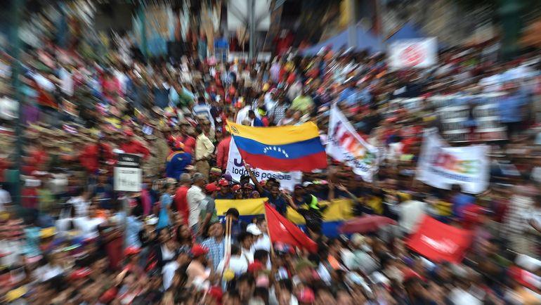 В Венесуэле - государственный переворот. Что говорят об этом в мире футбола? Фото AFP