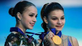 25 января. Минск. Алина Загитова и Софья Самодурова во время церемонии награждения на чемпионате Европы в Минске.