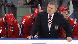 Февраль 2006 года. Турин. Главный тренер Владимир Крикунов (в центре) и капитан Алексей Ковалев (второй слева).