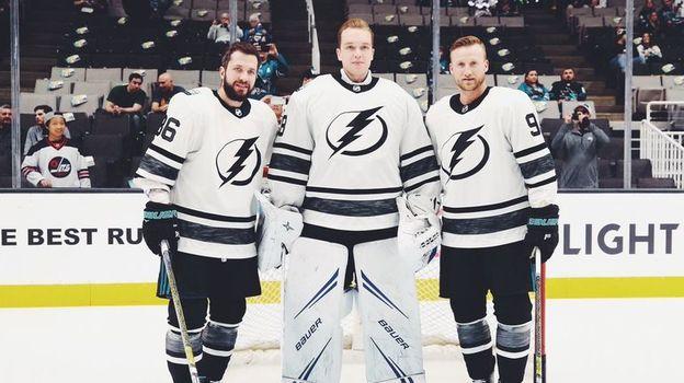 Никита Кучеров (слева), Андрей Василевский (в центре) и Стивен Стэмкос на Матче звезд. Фото НХЛ
