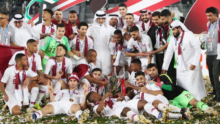 1 февраля. Абу-Даби. Катар - Япония - 3:1. Игроки сборной Катара празднуют победу в Кубке Азии. Фото REUTERS