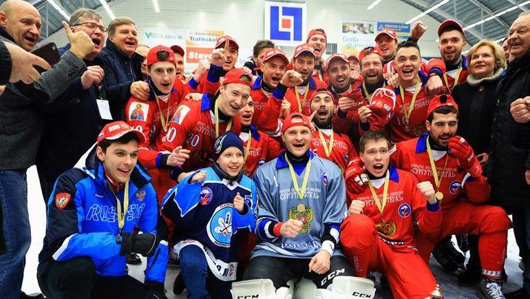 Сборная России - чемпион мира. Фото ФХМР, rusbandy.ru
